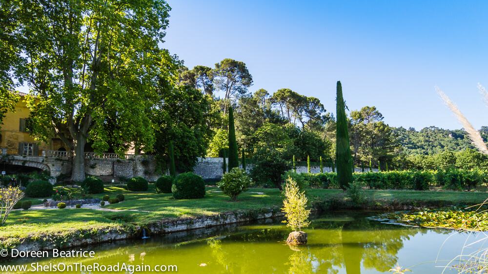 Auf dem Gelände Chateau La Canorgue