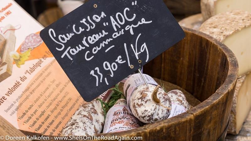 Stierwurst auf dem Mark in Saintes Maries de la Mer