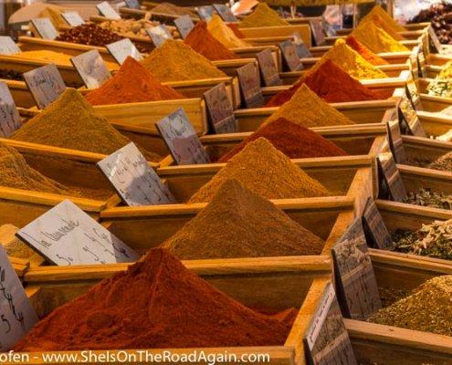 Diverse Curry´s auf den Märkten der Provence