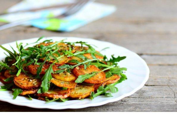 Italienischer Kartoffelsalat mit Rauke und Pinienkernen