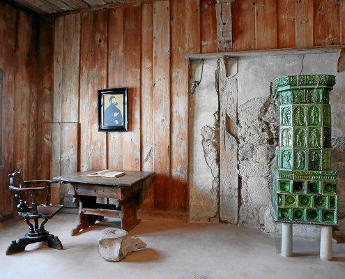 zeigt das Zimmer in dem Luther auf der Wartburg das neue Testament schrieb