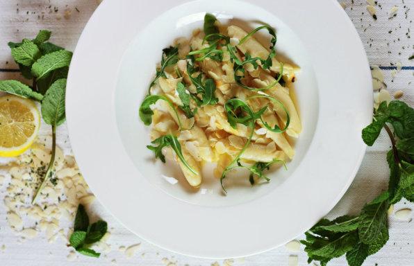 zeigt einen Teller Gnocchi mit Gorgonzola