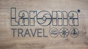 zeigt das Logo Laroma Travel ©DoreenKalkofen