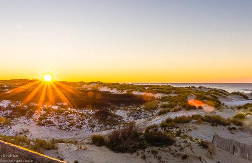 zeigt einen Sonnenuntergang