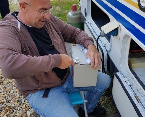 Einbau unserer neuen Batterie ins Wohnmobil