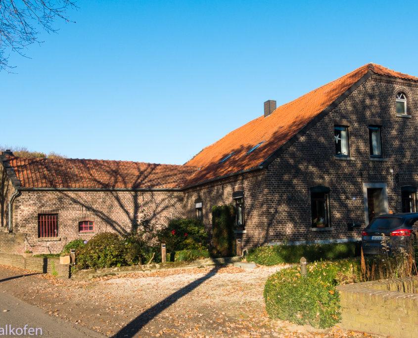 Wanderung am Niederrhein -zeigt ein Bauernhaus in Nettetal