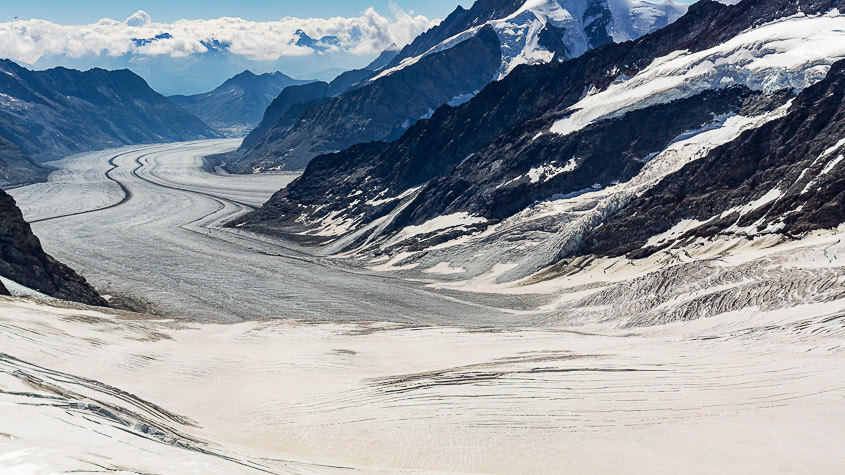zeigt die Länge vom Aletschgletscher Berner Oberland Schweiz