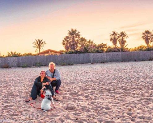2 Mädels & 1 Hund nachts am Strand in Ramatuelle