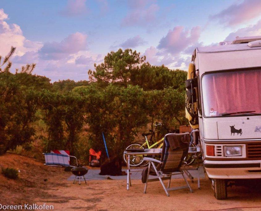 Wohnmobil im Sonnenuntergang