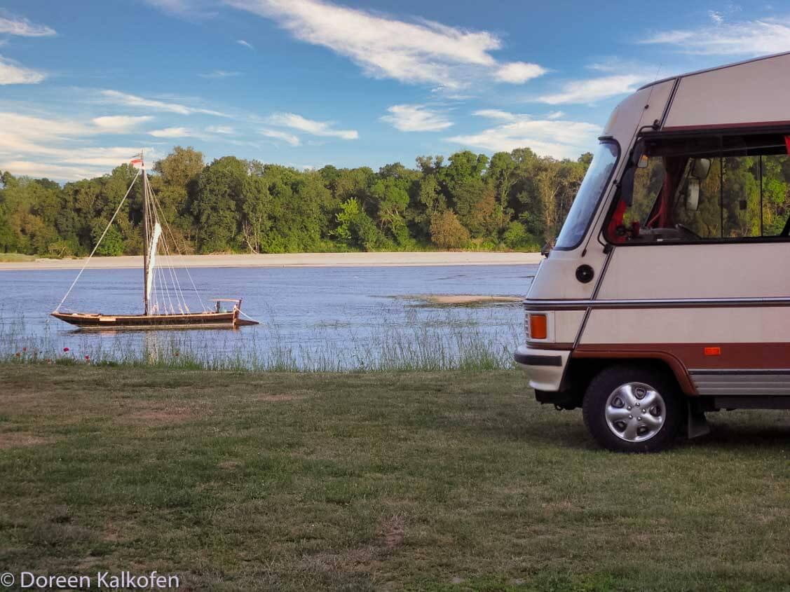 Erste Reise Wohnmobil - Hymermobil am Ufer der Loire